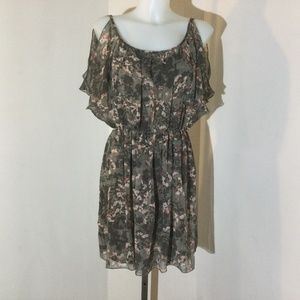Le Chateau taupe/ peach flowery dress size small